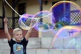 Bańki mydlane i skręcanie balonów – Wakacje bez uzależnień 2016