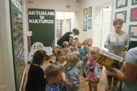 ciekawskie-misie-zwiedzaja-biblioteke_15