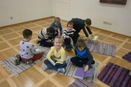 przedszkolaki-w-bibliotece_grupa-pieskow_13