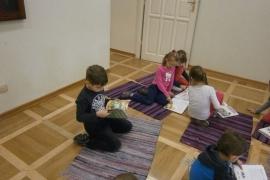przedszkolaki-w-bibliotece_grupa-pieskow_14