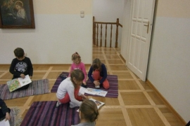 przedszkolaki-w-bibliotece_grupa-pieskow_16