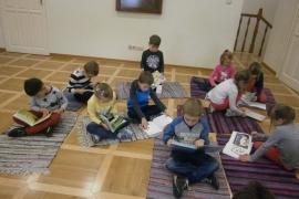 przedszkolaki-w-bibliotece_grupa-pieskow_18