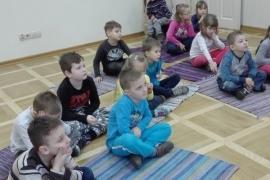 przedszkolaki-w-bibliotece_grupa-pieskow_2