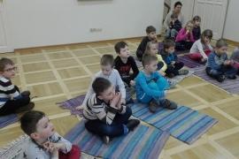 przedszkolaki-w-bibliotece_grupa-pieskow_3