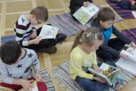 przedszkolaki-w-bibliotece_grupa-pieskow_8