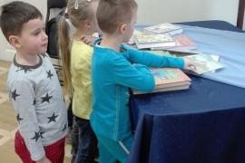 przedszkolaki-w-bibliotece_grupa-pieskow_9