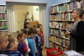 przedszkolaki-w-bibliotece_10