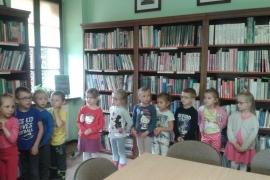 przedszkolaki-w-bibliotece_18