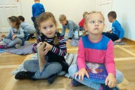 przedszkolaki-w-bibliotece_3