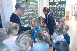 przedszkolaki-w-bibliotece_9